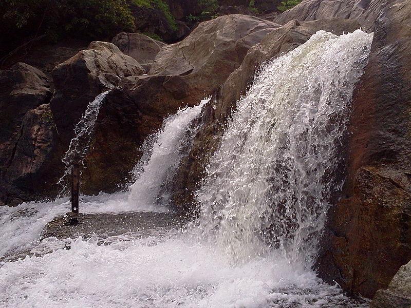 800px-Manimuthar_Falls
