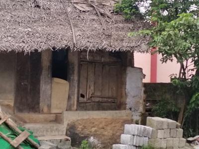 பள்ளி முகப்பில் இருந்த கடை. கல்கோனா மிட்டாய் இங்கே பிரபலம்