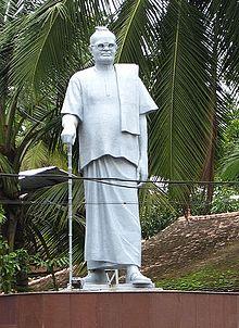 220px-Mannam_Statue,_Vaikom_cropped