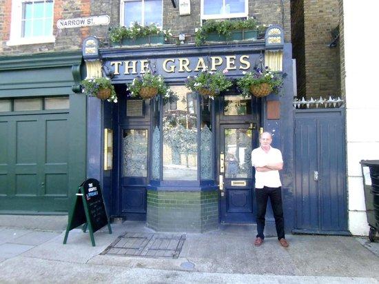 The Grapes [76 Narrow Street, E14]
